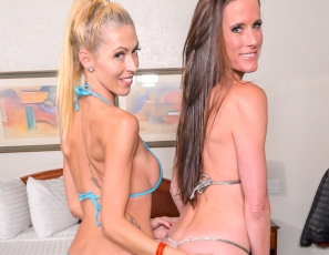 SofieMarieXXX/Bikini Love Sofie and Holly
